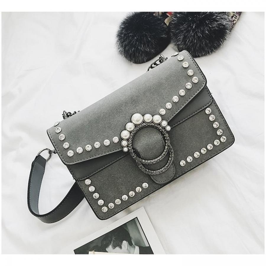 Elegantná kabelka s kryštálmi a perlami